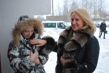 Перед новосельем Ирина Блохина вручила Жене котенка Счастливчика