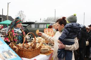 В этом году изделия народных промыслов представили добровцы и ворошиловцы
