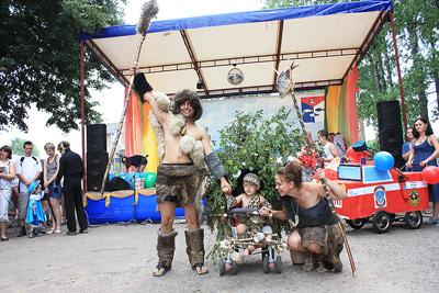 Никита Прокофьев (2 года) – победитель в номинации «Парад колясок»