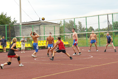 Команда «Пено» (слева)  и команда «Андреаполь»